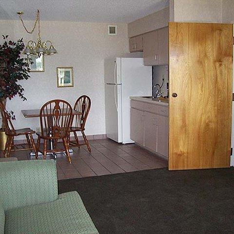 фото East Carolina Inn - Greenville 619174491