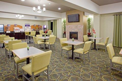 фото Holiday Inn Express Hotel & Suites Alvarado 619697493