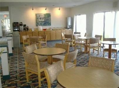фото Americas Best Value-Courtyard Inn 621451785