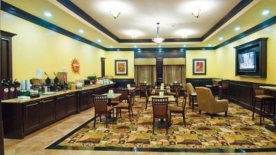 фото La Quinta Inn & Suites Dallas/Fort Worth-Bedford 628046051