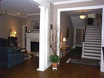фото The Collins House Inn 628273074