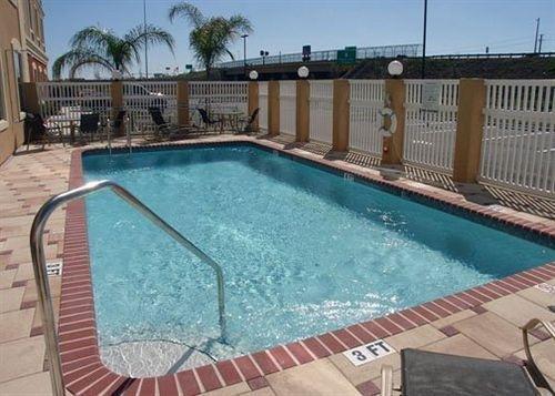 фото Comfort Inn & Suites Maingate South - Davenport 631725294