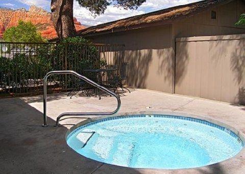 фото Iris Garden Inn & Suites 644649551
