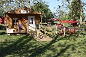 фото Hotel and Pecan Grove RV Park 652512553