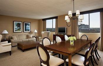 фото Sheraton Clayton Plaza Hotel 652788291