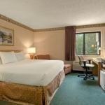 фото Baymont Inn & Suites Traverse City 658924202