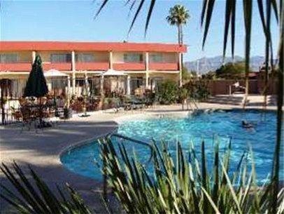 фото Fortuna Inn & Suites 668576689
