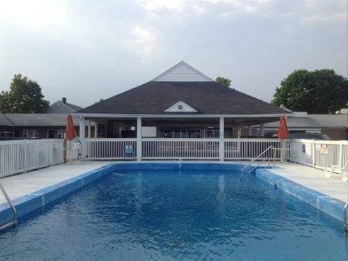 фото Debonair Beach Motel 668586452