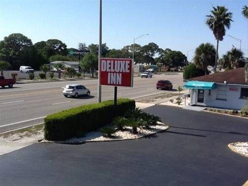 фото Deluxe Inn 668591409