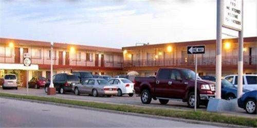 фото American Best Inn And Suites Mason City 668593113