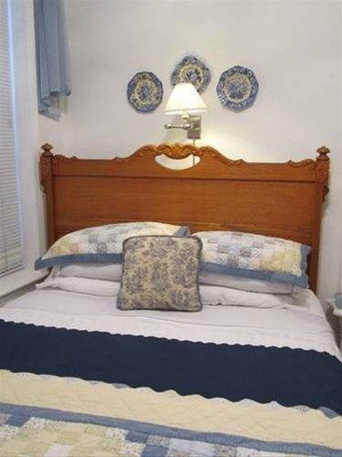 фото HOUSE OF TWO URNS BANDB 668593611