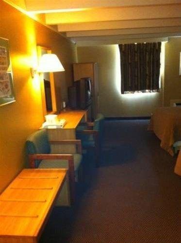 фото Traveler`s Inn Fort Wayne 668594937