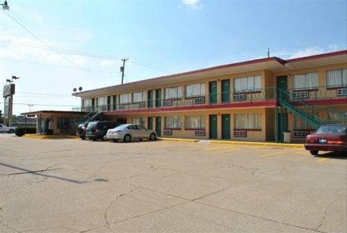 фото Travel Inn Motel Michigan City 668595262