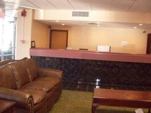 фото Red Carpet Inn & Suites 668595303