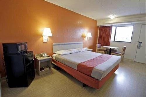 фото Motel 6 Charlotte Coliseum 668599583