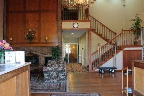 фото Econo Lodge & Suites 668599952