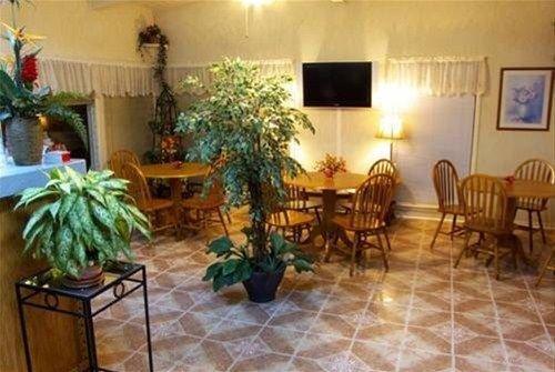 фото River Forest Inn 668601018