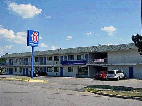 фото Motel 6 Kansas City North - Airport 668601214