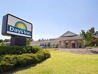 фото Days Inn Southern Pines 668603225