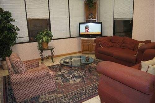 фото Budgetel Inn and Suites Durham 668603757