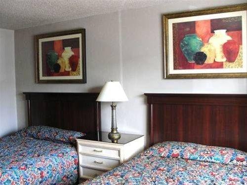 фото Motel 8 Las Vegas 668605594
