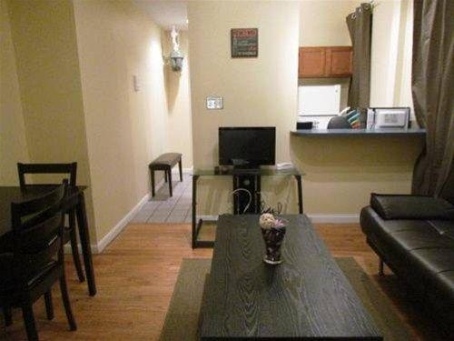 фото East Houston Apartment 668607861