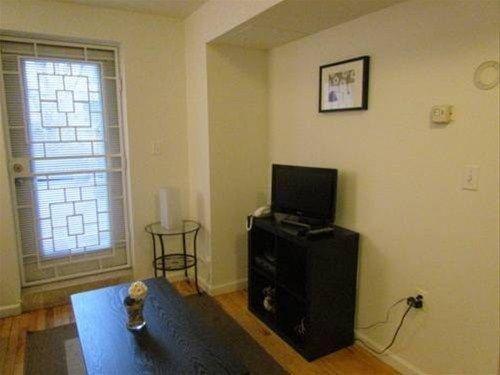 фото East Village Apartment E 668608518