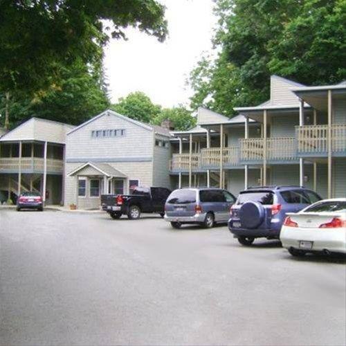 фото Town House Inn 668609520