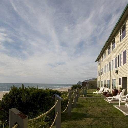 фото Pelican Shores Inn 668612172