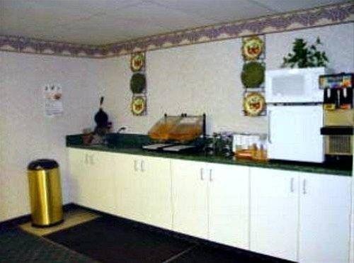 фото Super Inn & Suites 668613539