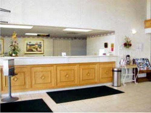 фото Super Inn & Suites 668613540