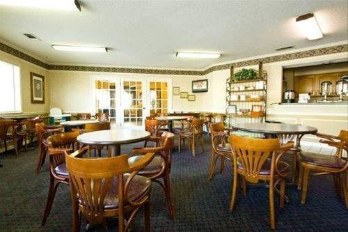 фото Admiralty Inn & Suites - Millington 668615515