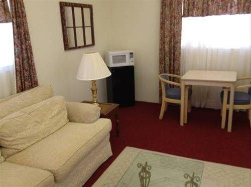 фото Budget Host Deluxe Inn Fredericksburg 668617159