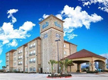 фото La Quinta Inn & Suites Dallas Grand Prairie 668617295