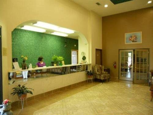 фото Plaza Inn & Suites 668617331