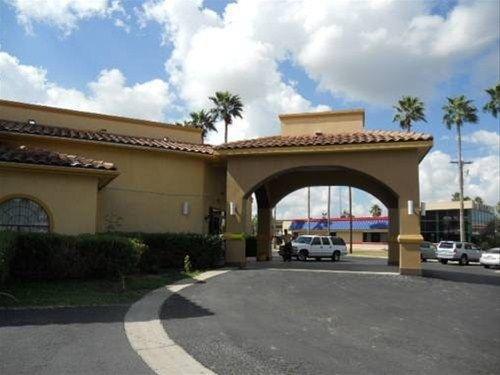 фото Plaza Inn & Suites 668617332