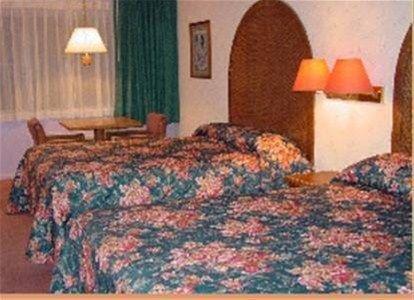 фото Four Seasons Inn 668620359