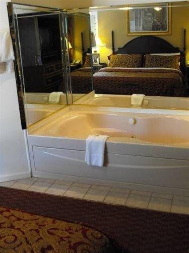 фото Americas Best Value Inn Chincoteague 668621004