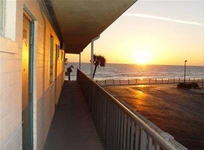 фото Grand Prix Motel on the Beach 668663436