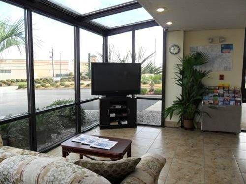фото America`s Best Inn & Suites Macon 668680465