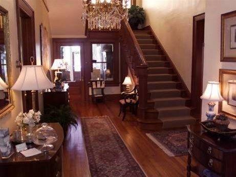 фото Madison Oaks Inn & Gardens 668745049