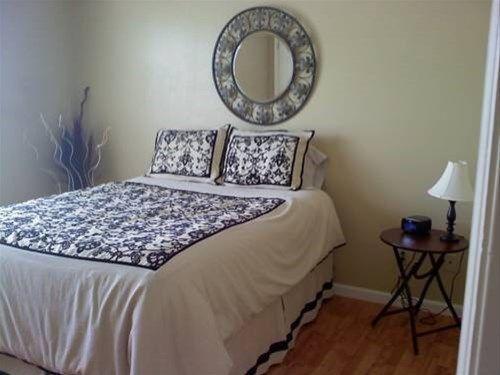фото The Corner House B&B & Corporate Housing 668745451