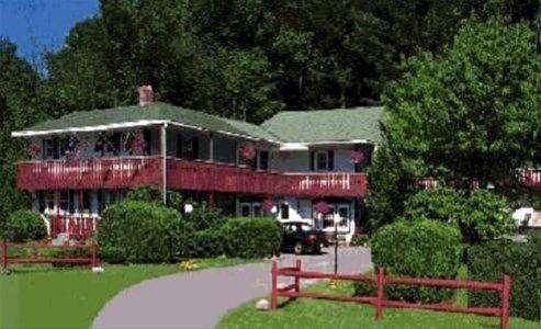 фото Seasons Pass Inn Vermont 668746364