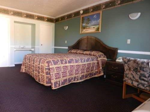 фото Whittier Travel Inn 668748984