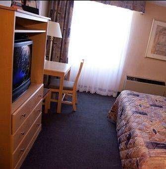 фото Howard Johnson Hotel by the Falls 673556227
