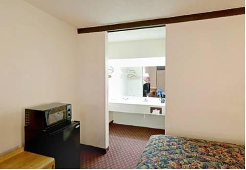 фото Americas Best Value Inn & Suites 677405425