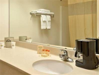 фото Days Inn and Suites Huntsville 677406252