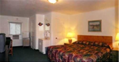 фото Deluxe Inn 677415249
