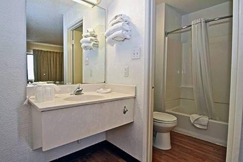 фото Motel 6 Phoenix Tempe - Broadway - ASU 677415818