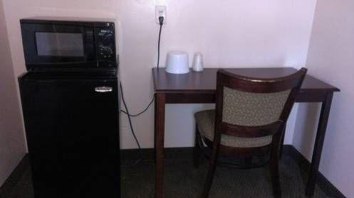 фото University Inn & Suites 677415829